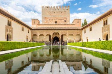 alhambra-palace-of-granada-espana_48663-44