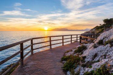 playa-malaga-paseo-maritimo-costa-cala-moral_77593-12